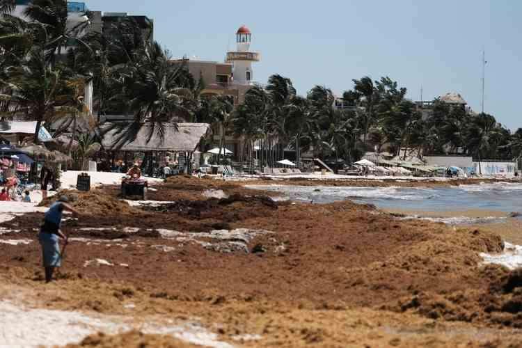 , Rescatan embarcación cerca de Isla Mujeres