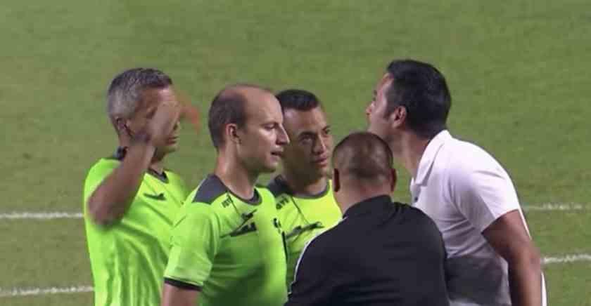 , Real Salt Lake despidió a su DT por agredir a un árbitro