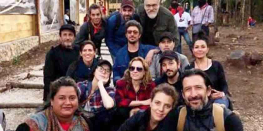 , Diego Luna y Marina de Tavira visitan comunidad zapatista